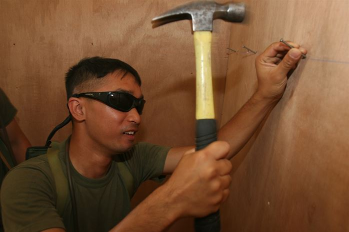 Claw-hammer-in-use